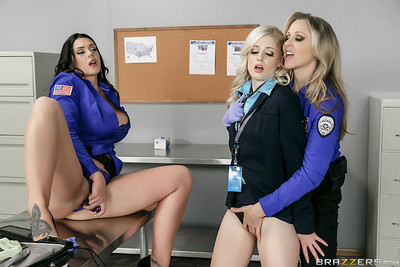 Lesbian cops disgrasing despairing amateur in woman-on-woman two men plus one female pictures