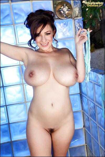 Brunette babe September Carrino makes public her wet big mangos