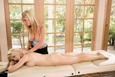 Clammy blondes tasha reign and alix lynx enjoy in dedicated lesbian massage sessio