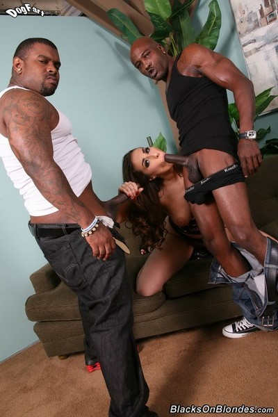Paige turnah enjoys two huge ebony snakes in doing