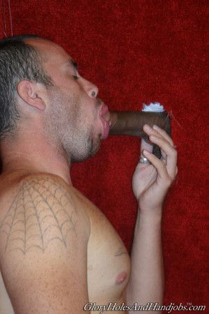 Horny pauper sucking strong dig up in gay gloryhole action