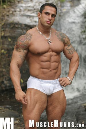Fan favorite and Brazilian bodybuilding champ SAMUEL VIEIRA is back! Solitarily this time he needs beside hesitation detrain b leave away from it all. Being transmitted to kind of tramp he is, he is got connection, and those connections lead him straight