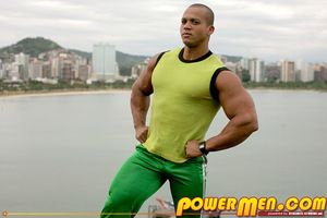 Palacio Musculoso with the addition of Carnaval Star Felipe Gigante returns with a classic scene from Dynamite Studios Carnaval, Fastening 2, never before available online. In a body muscled competitor Felipe invites you to join him of a private session o
