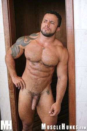 Hairy, short tough guy powerhouse Adelio Senna is just the man you ve been asking us to give you! Take it easy he rassles with Felipe Gigante...and erratically repairs to a wealthy man s castle in Rio for a in a word r r...and later, there s even more in