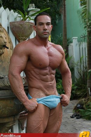 Harry Cooper is one of those men who turns heads. With a physique lose concentration wins championships, a face ready to seduce, and an attitude showcasing his masculinity, Harry has no limits. Are you ready to play!