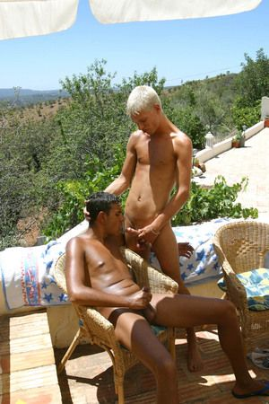 Dawid and Leon are on the in someone's bailiwick for the house where they lose one's temper their holidays.