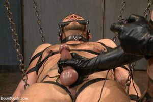 Brock Avery a latex sub endures electricity, enema and the flooger