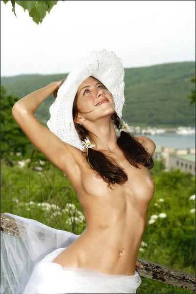 Jennifer aniston in nature