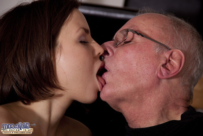 That babe had 3 weeks no sex, this chab 10 years, reason enough to spank Horney and make no doubt of to have banging with per other. Old jock is okay for this cutie. One time more a true banging scene. U needs her head as underwear....