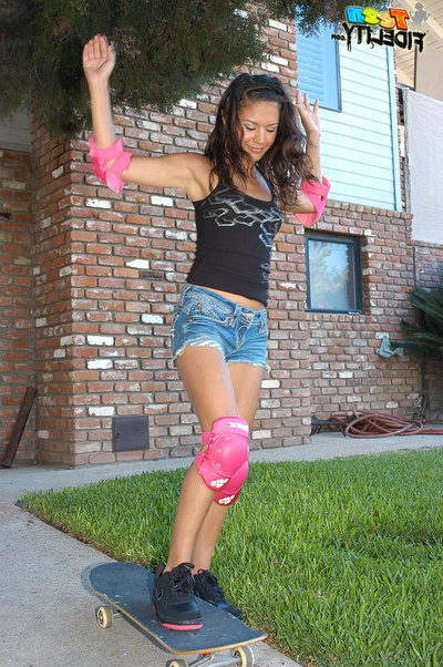 Ariana disappoints with her skateboarding career, but succeeds when it comes to blowing cock!