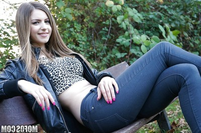 Pretty Stella Cox plays in sexual anal games with her damp life partner
