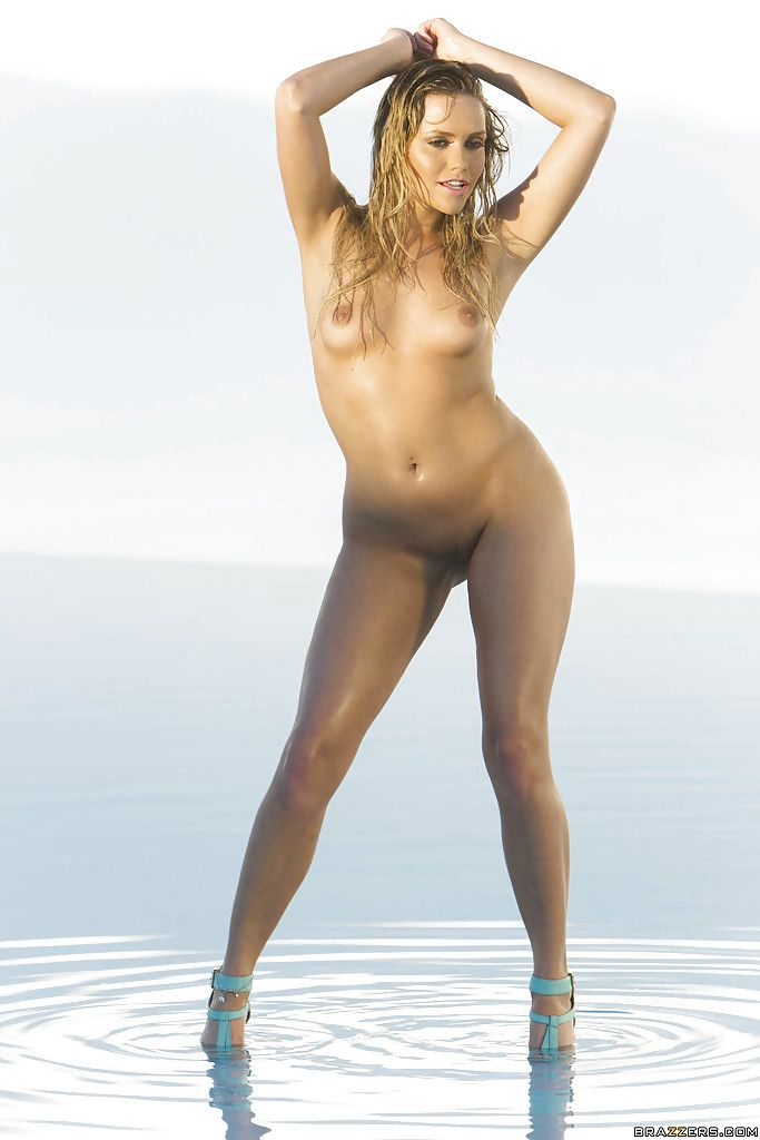 Juicy youthful Mia Malkova is posing divulged showing her feel like hands and miserly wazoo