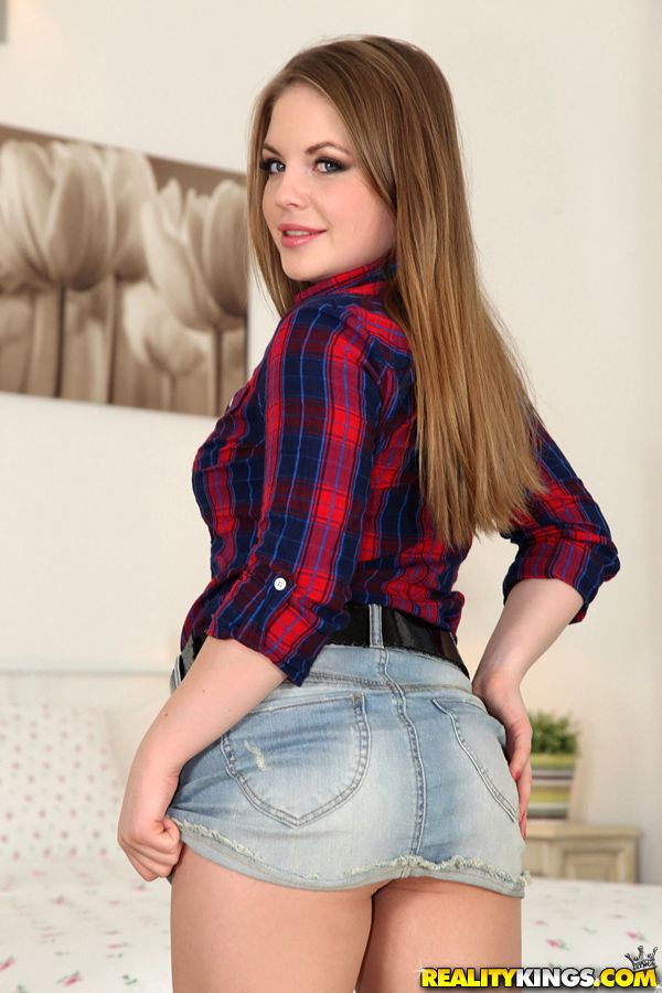Appealing youthful from Europe Alessandra Jane takes wanting her X underwear