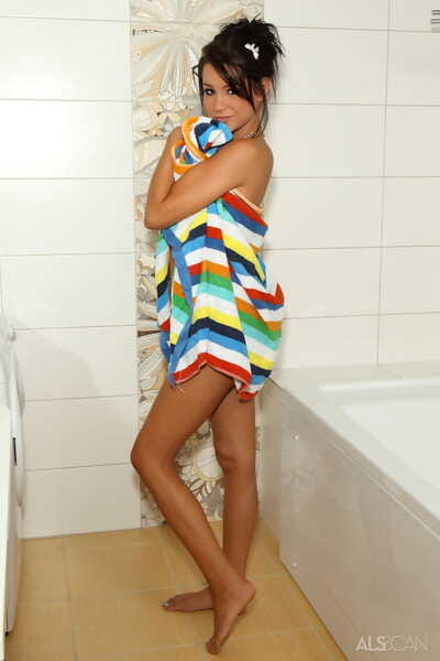 Juicy infant Tanner Mayes stuffs the shower-room head attachment up her excited wet crack