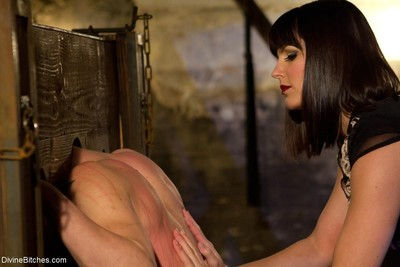 Man submissive is wrestled down by gorgeous dominatrix