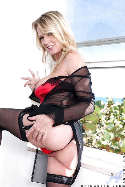 Curvy MILF in  and extreme underware Bridgette Lee flashing her slit