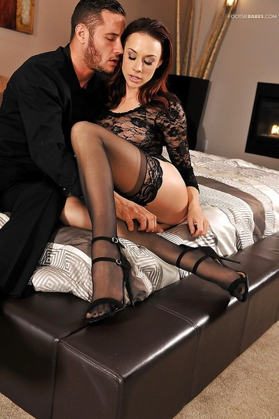 Glamorous angel Chanel Preston uses nylon overspread toes to jerk snake