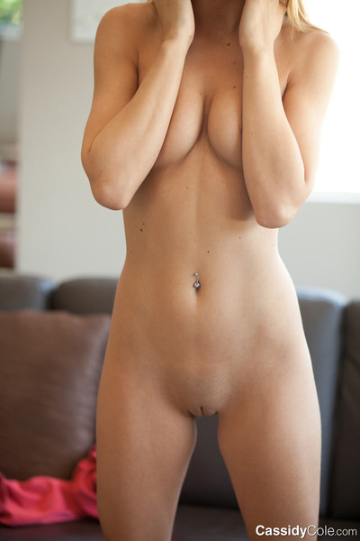 Topless young in yoga g-string deed backbend