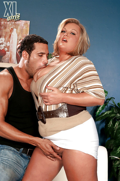 Golden-haired bbw with dazzling marangos Anna Kay acquires fingered earlier than giving a dick sucking