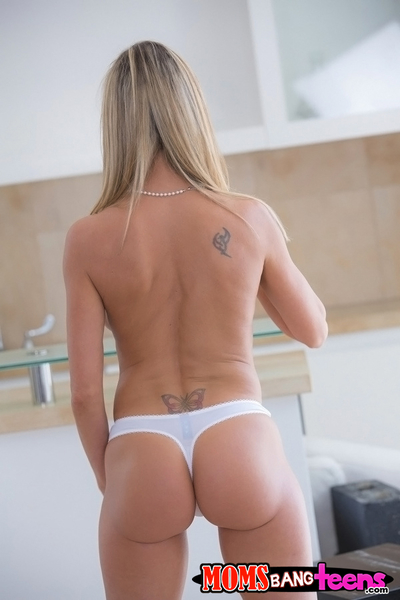 Seductive golden-haired MILF Brandi Love uncovering her adorable changes direction