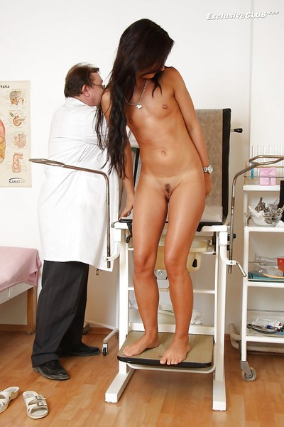Fuckable brown hair withh tanned skin receives examed by a dirty gyno