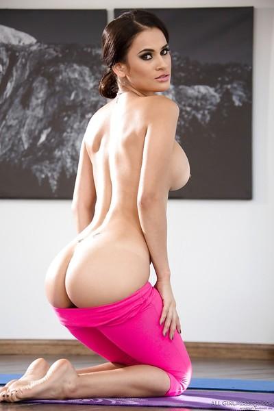 Breasty Latin cutie chicito Vanessa Veracruz makes known trimmed cum-hole lower yoga g-string