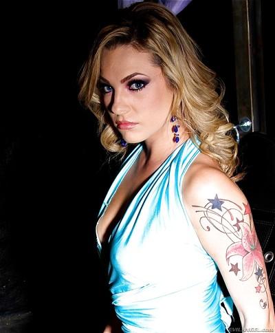 Agreeable fairy gal with smoky eyes Bailey Blue smokin