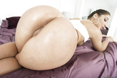 Bottom her yoga strings youthful babe Abella Danger has an fabulous arse