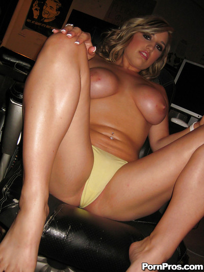 Young girlfriend Dayna Vendetta stripped off and shows her enormous breasts