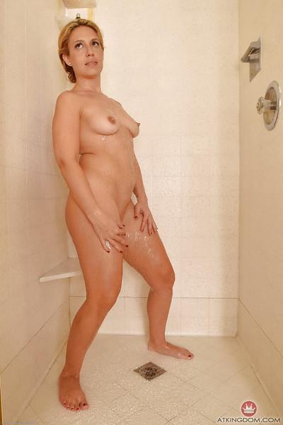 Sodden grown woman Stevie Lix revealing skinhead cunt in shower-room