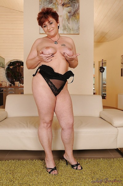 Buxom established slipping off her sexy pants and swelling her legs