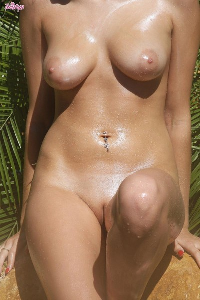 Sticky doll with titsy body receives juicy