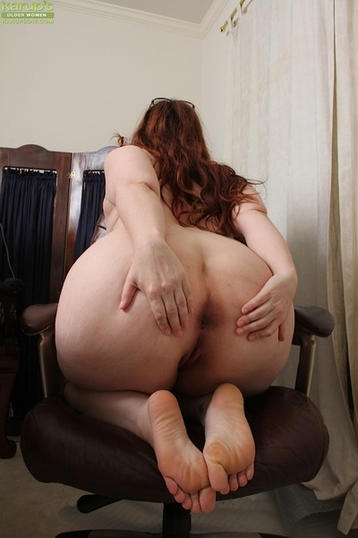 Glasses wearing grown up obese Ember Rayne baring vast wazoo during the time that jacking off