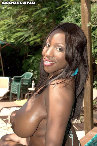 Ebon milf janet jade in wild bikini