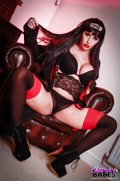 Dark brown lass Yuffie Yulan releasing vast zeppelins from bottom cosplay outfit