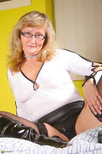 Deviant fairy-haired housewife getting clammy