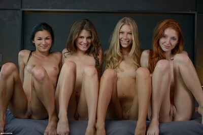 Spectacular lesbos in hawt foursome eating slit in daybed