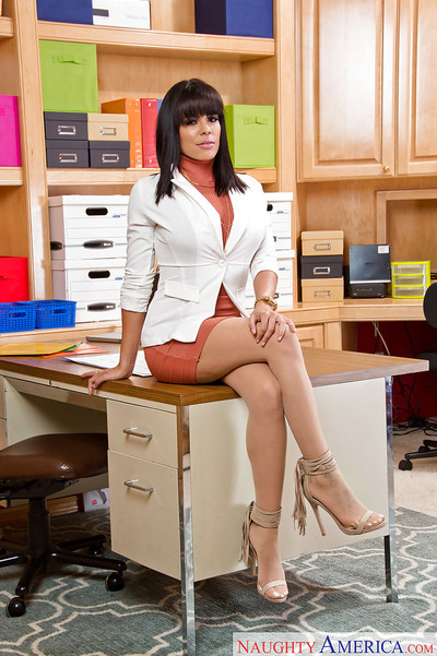 Lalin girl secretary in hose Luna Star baring uncovered upskirt booty in office