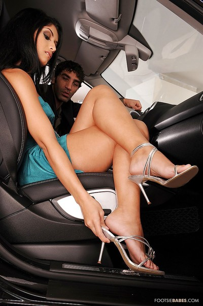 Sweaty foot obsession hotty Izabella De Cruz gives a fellatio and purchases nailed hardcore