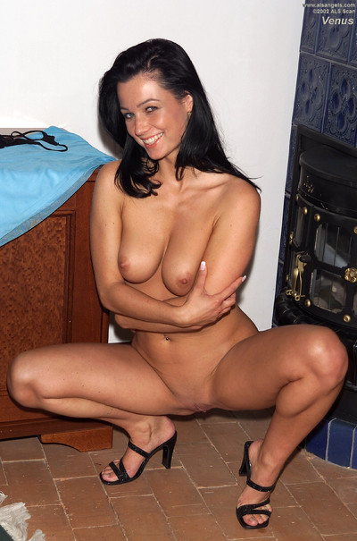 brunette hair girl stretches skinhead love-cage to obtain fisted unfathomable