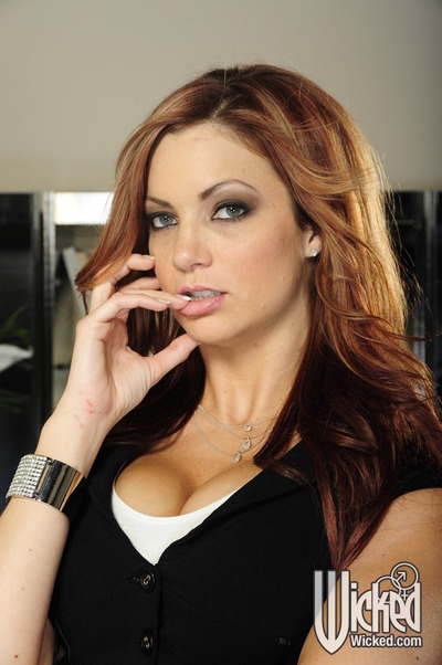 Madison Ivy with giant meatballs amplifies her cage of love and teases her nipps