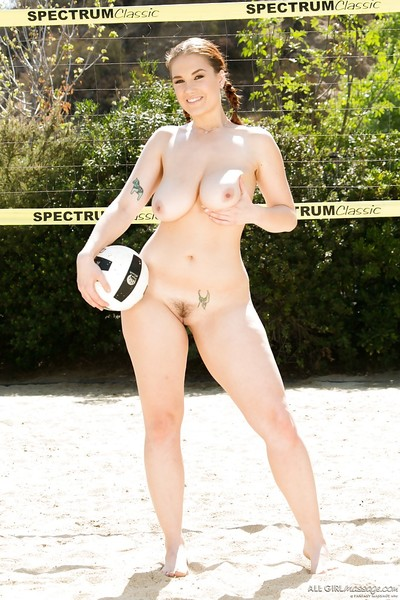 Glamorous doll Siri is showing us her charming undressed shape outdoors