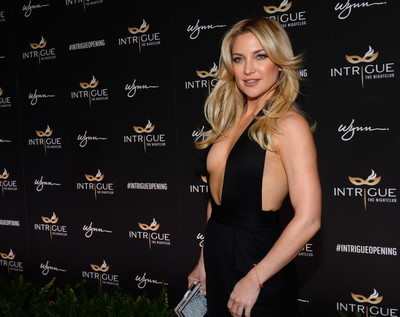 Kate hudson shows off her mambos in a racy jumpsuit