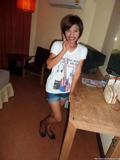 Bareback for Pattaya gogo model Nipa on Walking Street in Thailand