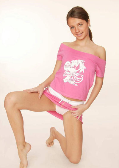 Gorgeous shy teenie pulling down her aspire clothing on livecam