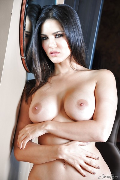 Dreamy Indian pornstar Pretty Leone pines for to pose on cam