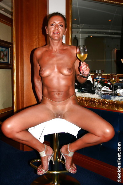 Full-grown solo example Lady Sarah having a sip and smoke subsequently masturbation