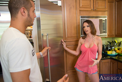 Boobsy Jennifer Shady purchases owned by her lovers assistant and orgasms from his gigantic cock.