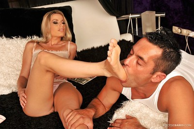 Outstanding foot kink pretty acquires her toes licked and her snatch penetrated