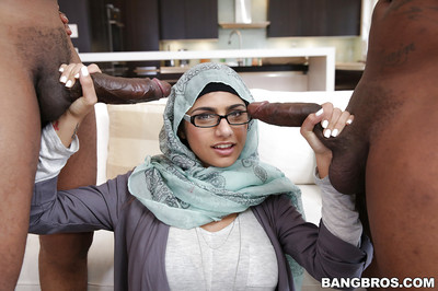 Biggest love muffins nerd Mia Khalifa takes on double knobs in a sweaty threemsome